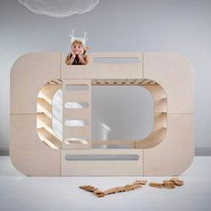 The IO Bunk Pod from @iokidsdesign. Spacious and functional as it splits into two separate beds if needed. Available in white, yellow and a white lacquer (pictured here) | from DKK 15999. Shop link in bio.  #studiominishop #iokidsdesign #bunkpod #bunkbed #kidsroom #kidsinterior #børneværelse #køjeseng #børneseng #børneinteriør