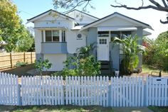 airbnb australia House in Kalkie, Australia. This lovely Queenslander offers 4 bedrooms,  modern kitchen and separate dining room and is available for short and long-term accommodation. Property is fully fenced and pets are welcome. Only minutes to CBD and beaches. Great home for bargain pri...