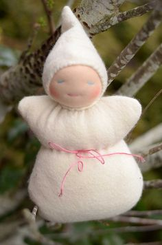 Sleepy Dollie Pattern + Tutorial | Sew Mama Sew | Outstanding sewing, quilting, and needlework tutorials since 2005.