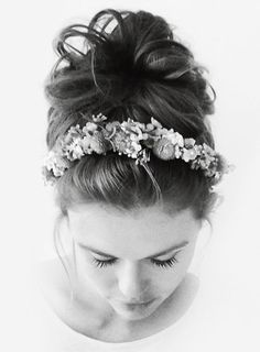 holland roden, teen wolf, and lydia martin image Headband Hairstyles, Cute Hairstyles, Casual Hairstyles, Hairdos, Teen Wolf, Lydia Martin Style, Flower Hair Accessories, Flowers In Hair, Hair And Nails