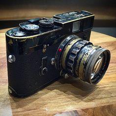 Black paint Leica M4 + black paint Leica Summicron M 50mm f/2 v2 Rigid from @meteorleica | #passionleica #leica