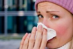 Suffering with the symptoms of cold, flu and fever? Try these 5 acupressure points and get rid of sore throat, runny nose naturally. Cold Home Remedies, Herbal Remedies, Natural Remedies, Flue Remedies, Get Rid Of Cold, Endocannabinoid System, Interstitial Cystitis, Spark People, Flu Season