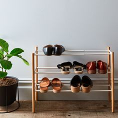 Expectional DIY Shoe Rack Ideas Erweiterbarer Schuhregal auf To find the plants that will mak Storage Hacks, Hidden Storage, Shoe Storage, Storage Solutions, Diy Storage, Storage Ideas, Shoe Rack Closet, Diy Shoe Rack, Shoe Racks