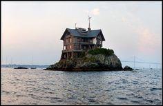 Clingstone house in Rhode Island's Narragansett Bay