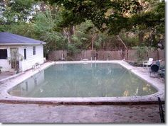 Elvis Presley's 1956 Home : 1034 Audubon Drive, Memphis, TN2007 picture : The backyard with the original swimming pool and pool-house Elvis had constructed for family, friends and occasional fan enjoyment. -