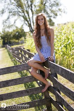 Hippie Senior Pictures, Cute Senior Pictures, Girl Senior Pictures, Girl Photos, Country Girl Poses, Country Girls, Country Girl Pictures, Country Girl Photography, Photography Women