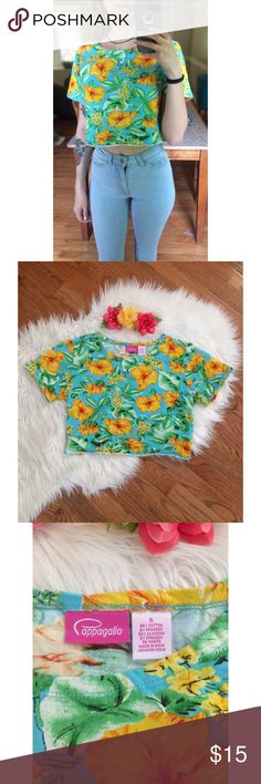 90's Hawaiian Floral Tropical Crop Tee 🌺 Awesome vintage 90's crop tee! Features a bright summer teal blue background with vibrant organic Hawaiian floral print throughout. Raw cut bottom hem. Super soft &comfy material! Perfect to pair with all your favorite high waisted items! Size small, modeled on a size xs :) Brandy Melville Tops Tees - Short Sleeve
