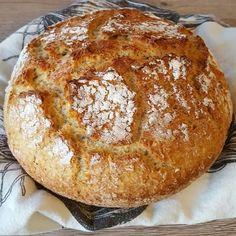 Meillä oli eilen leipä loppu enkä jaksanut lähteä kauppaan, joten tein itse. Tämä ohje on helppo ja nopea. Ja tässä ohjeessa ei... Just Eat It, Cooking Recipes, Healthy Recipes, Gluten Free Baking, Daily Bread, Yummy Eats, Bread Baking, Cake Recipes, Brunch