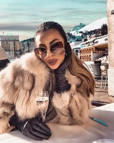 Cute Comfy Outfits, Classy Outfits, Summer Dress Outfits, Winter Outfits, Fashion Bloggers Over 40, Sunglasses For Your Face Shape, Black Fur Coat, White Fur, Fur Fashion