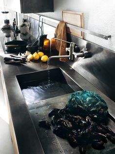 Diesel Social Kitchen design by Diesel. Vintage and innovation? Kitchen Furniture, Kitchen Interior, Kitchen Design, Scavolini Kitchens, Diesel, Innovation, My Ideal Home, London House, Dark Interiors