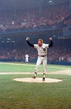 1984 world series - Kirk Gibson, Tiger Stadium Detroit Sports, Baseball Star, Detroit Tigers Baseball, Detroit Lions, Baseball Players, Baseball Uniforms, Metro Detroit, Detroit Michigan, Sports Teams