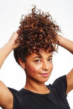 10 astuces pour les femmes aux cheveux bouclés - Les Éclaireuses