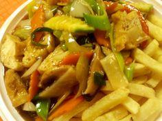 """Výborné vegetariánské """"kung-pao"""" Pasta Salad, Poppies, Vegetarian, Vegan, Ethnic Recipes, Food, Diet, Crab Pasta Salad, Essen"""