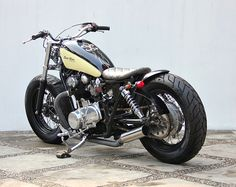 Cb 750 Cafe Racer, Street Tracker, Custom Bikes, Cool Bikes, Motorbikes, Cars Motorcycles, Yamaha, Bobbers, Cool Stuff