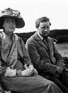 Virginia Woolf with her brother-in-law Clive Bell in 1910. #virginiawoolf