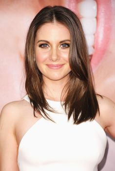 Stylish Alison Brie Long Straight Hair Alison-Brie-Hairstyl