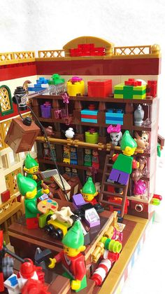 Lego HBC Santa's Toy Shoppe4 | Karen Metz | Flickr Village Lego, Lego Christmas Village, Lego Winter Village, Christmas Tree, Lego Duplo, Lego Ninjago, Lego Design, Lego Modular, Lego Friends