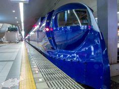 関西空港駅に停車中のラピート