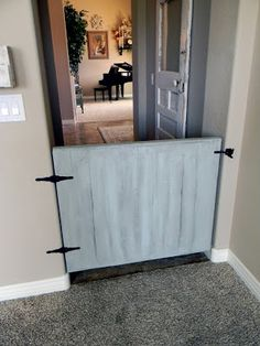 Little Bit of Paint: DIY Baby/pet Gate. A cute way to do a baby gate, instead of those plastic things that always fall down!- or in my case a doggy gate ; Diy Gate, Diy Baby Gate, Plastic Baby Gate, Diy Stuffed Animals, My Living Room, Decoration, Home Projects, Pallet Projects, My Dream Home
