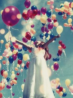 I want to do this for my wedding instead of blowing bubbles or throwing rice. Everyone gets a ballon and let's it go once the bride and groom walk down the isle together. Bubble Balloons, Bubbles, Happy Balloons, Blue Balloons, Colourful Balloons, Colorful, Love Balloon, Foto Fashion, Foto Art