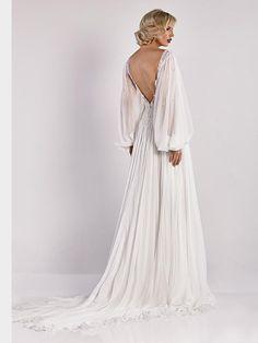 Extravagantes Brautkleid mit Spitzenapplikationen, langen Ärmeln, tiefem Rückenauschnitt und weitem, fließendem Rock. Couture, Rock, Wedding Dresses, Fashion, Bridle Dress, Long Sleeve, Gowns, Bride Dresses, Moda