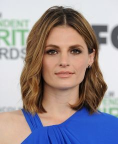 Best Hairstyles for Super Moms: Stana Katic Medium Wavy Cut