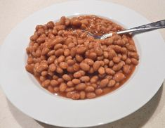 How to Bake Beans? Recipe - Baked Beans a tasty yet healthy snack or main course side dish. Baked Beans are saucy and dry, its depend on you how you want to take your baked beans. Baked Bean Lasagne, Canned Baked Beans, Boston Baked Beans, Baked Bean Recipes, Leftovers Recipes, Frugal Meals, Canning Recipes, Vegan Dishes, Vegetable Dishes