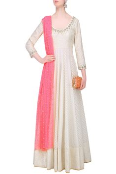 Abhinav Mishra presents Off white chanderi anarkali kurta with pink embroidered dupatta available only at Pernia's Pop Up Shop. White Anarkali, Anarkali Dress, Anarkali Suits, White Kurta, Long Anarkali, Lehenga Gown, Simple Dresses, Nice Dresses, Casual Dresses