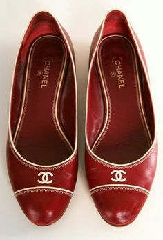 CHANEL FLATS- i need these to go with the red shoes I just purchased Violet. Coco Chanel, Chanel Flats, Dr Shoes, Me Too Shoes, Shoes Sandals, Pumps Heels, Flat Shoes, Cute Shoes Flats, Red Pumps