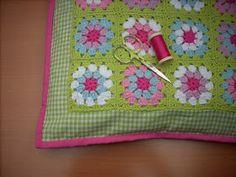 Scraponique: Granny square kussentje \ cushion