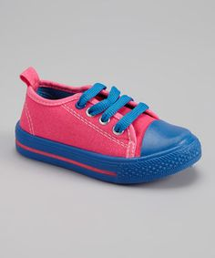 Perfect for playtime, this classic sneaker will fuel the fun all day long. A sturdy toe cap and cool colored laces come together to create a simply styled shoe that's long been a favorite among little feet.