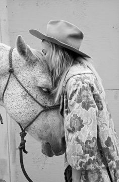 La Matera Ladies / Girl with Horse / Lotovintage: Mi(s) manera(s) de mirar.