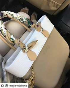 This classic OBAG is suited for our women who love those natural tones O Bag Classic, My Bags, Purses And Bags, Sacs Tote Bags, Purse For Teens, Craft Bags, Leather Bags Handmade, Casual Bags, Beautiful Bags