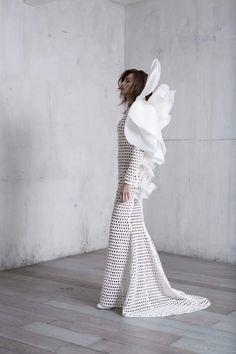Stephane Rolland Haute Couture spring/summer 2017 collection. #couture #hautecouture #stephanerolland #pfw #parisfashionweek #nievesalvarez #fabfashionfix
