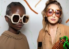 Eyewear junkies, gather around because the spring / summer 2020 sunglasses trends are here! As the days get longer and the sun gets stronger, good eye protection is a must, and the spring 2020 sunglas Indie Outfits, Winter Fashion Outfits, Retro Outfits, Cute Casual Outfits, Streetwear Mode, Streetwear Fashion, Kleidung Design, Eyewear Trends, Diy Fashion Hacks