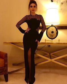 ميريام فارس تتألق بشكل مختلف في خمس إطلالات باللون الأسود
