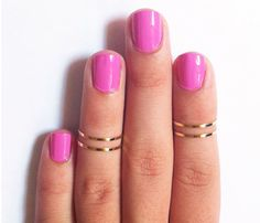 barbie pink nails with gold mind-finger rings