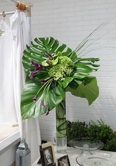 Ideas Flowers Arrangements Design Ikebana For 2019 Hanging Flower Arrangements, Tropical Flower Arrangements, Modern Floral Arrangements, Wedding Flower Arrangements, Tropical Flowers, Floral Centerpieces, Flower Vases, Wedding Flowers, Wedding Centrepieces