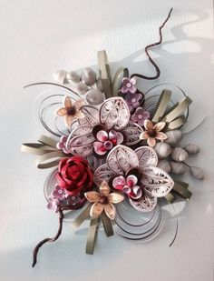 Need some design inspiration for Paper Quilling?You can take a look at these illustrations and artworks. 3d Quilling, Paper Quilling Flowers, Paper Quilling Designs, Quilling Tutorial, Quilling Patterns, Quilled Roses, Quilling Ideas, Glue Crafts, Diy And Crafts
