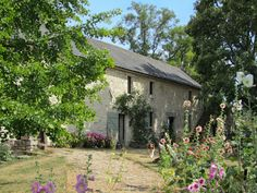 La Grande Maison d'Arthenay in Loire-Atlantique, accredited by Sawday's Special Places to Stay. Personalised wine tours from this lovely old wine-grower's house, and serene sober bedrooms to return to - an enchanting address . Bed And Breakfast, Loire Valley Wine, Westerns, Hip Roof, Personalized Wine, House Roof, French Farmhouse, Tiny House, Vineyard