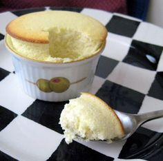 I so have to try this!! GREEK YOGURT CHEESECAKE SOUFFLE - 80 calories