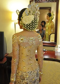 Ornate headpiece for Javanese Bride   via.JPG Photos