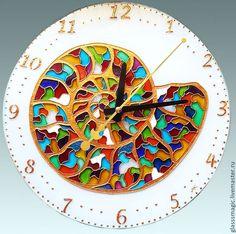 """Купить """"Аммонит"""" часы из стекла, витражная роспись, роспись по стеклу - настенные часы, интерьер, украшение"""