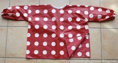 Voici un pas à pas pour réaliser une blouse imperméable pour la peinture, facile à enfiler, l'enfant pourra la mettre tout seul sans besoin d'aide car il n'y a pas de fermeture. Facile à coudre.