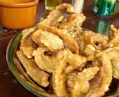 INGREDIENTES 1 kg de barriga (panceta) Sal e pimenta do reino a gosto 1 xícara de farinha de trigo 1/2 limão 1/2 litro de óleo para fritar MODO DE PREPARO