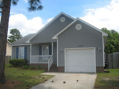 $95,000 Hope Mills NC CUTE STARTER HOME WITH 3 BEDROOMS 2 BATH, CLOSE TO POST, SHOPPING, AND SCHOOLS.  IN DESIRABLE NEIGHBORHOOD. GREATROOM WITH FIREPLACE  AND VAULTED CEILING.  KITCHEN WITH BREAKFAST AREA, MASTER BEDROOM WITH WALK-IN-CLOSET.  PATIO AND SINGLE GARAGE.  LARGE YARD WITH ABOVE GROUND POOL.