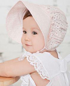Hvit eller lyserosa kyselue til baby ABELONE.NO Nettbutikk Newborn Beanie, Baby Outfits Newborn, Baby Boy Outfits, Kids Outfits, Baby Sun Protection, Matching Sister Outfits, Baby Sun Hat, Bonnet Hat, Baby Bonnets