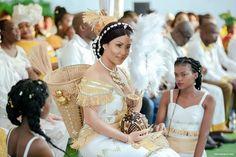 Mariage coutumier gabonais/gabonese wedding /traditionnal african wedding Traditional Wedding Attire, African Traditional Wedding, Hijab Sport, African Fashion, African Style, African Weddings, Couples, Wedding Ring, Afro