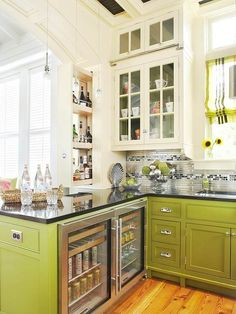 We are loving this apple green kitchen via Conscious Kitchen design ideas designs interior Painting Kitchen Cabinets, Kitchen Paint, New Kitchen, Kitchen Decor, Kitchen Ideas, Kitchen Layout, Kitchen Interior, Kitchen Storage, Colorful Kitchen Cabinets