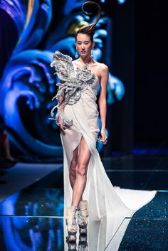Beautiful,The Arabian 1002th Night Guo Pei Haute Couture show 2010